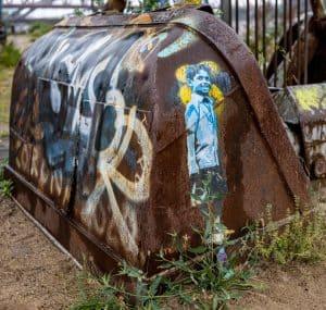 Schaufel des Hafenkrans, Graffiti, vorne das Bild eines Kindes