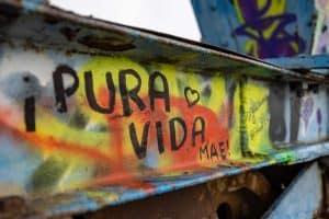 Graffiti auf einem Stahlträger