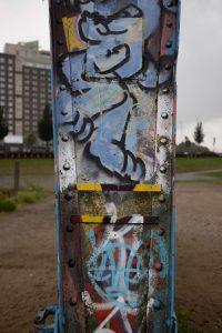 Stahlträger mit Graffiti